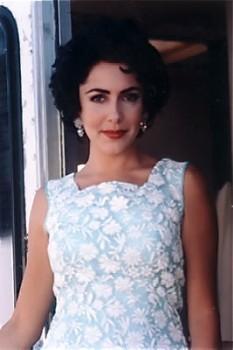 Elizabeth Taylor look-alike